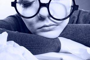 Qu'est-ce que l'hypersomnie idiopathique et quelles sont ses conséquences