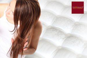 Prendre soin de nos cheveux pendant notre sommeil